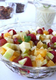 Fruktsalat med sjokolade og nøtter Frisk, Fruit Salad, Food And Drink, Juicing, Sweet, Recipe, Alternative, Candy, Fruit Salads