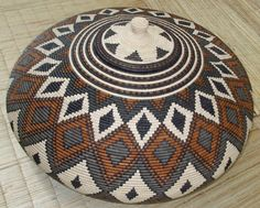 Africa | Basket from the Zulu people of South Africa | Natural fibers and dyes