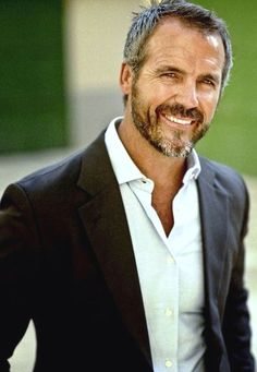 Gorgeous 38 Perfect Silver Hairstyles for Men Over 40 . Older Men Haircuts, Haircuts For Balding Men, Older Mens Hairstyles, Men's Hairstyles, Silver Foxes Men, Handsome Older Men, Handsome Man, Oscar 2017, Grey Hair Men