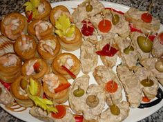 Vol-au-vent with shrimps and canapè with tuna sauce/Vol-au-vent con gamberi e tartine con salsa tonnata Vol Au Vent, Canapes, Tuna, Shrimp, Salsa, Appetizers, Cheese, Food, Appetizer