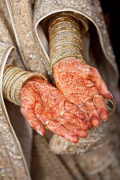Beautiful Wedding Day Henna    Linked Ring Weddings - Destination - Wedding - Engagement - Photos    #henna #wedding #PakistaniWeddings