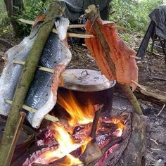 The Bushcraft Cave — Wild Cook Off entry from Benjamin Cole. - Andy Gale - The Bushcraft Cave — Wild Cook Off entry from Benjamin Cole. The Bushcraft Cave — Wild Cook Off entry from Benjamin Cole. Survival Life Hacks, Survival Food, Homestead Survival, Wilderness Survival, Survival Prepping, Survival Skills, Survival Fishing, Camping Survival, Outdoor Survival