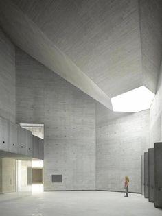 Interior. Espacio Andaluz de Creación Contemporánea por Nieto Sobejano Arquitectos. Fotografía © Roland Halbe.