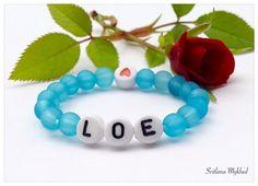 """Bracelet """"Loe"""". Bracelet personnalisé avec prénom ou message pour Bébé , Nouveau-né : Bracelet par perles-et-couronnes"""
