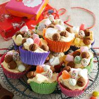 Sinterklaasmuffins met witte chocola, lekkernijen, feestdagen voor kinderen.