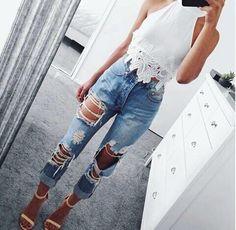 Jeans rotos con zapatillas nude y playera blanca Jeans rotos con zapatillas nude y playera blanca Fashion Killa, Look Fashion, Fashion Outfits, Womens Fashion, Fashion 2018, Fashion Addict, Fashion Clothes, Teen Fashion, Fashion Beauty