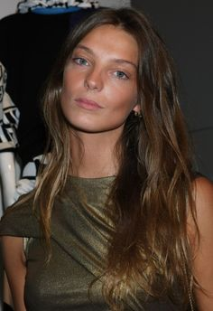 Daria Werbowy presents strong case for letting your natural hair colour come back; balayage - Zoe's Blog | PRIMPED