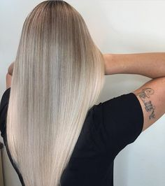 "1,756 Likes, 25 Comments - Balayage + Business Training (@mastersofbalayage) on Instagram: ""H E L L O ✨ B L O N D I E By @lisalovesbalayage"""