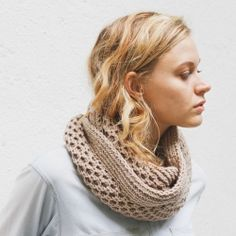 Honey Stitch Cowl Pattern on Canadian Living, by Davina Choy - free #knitting pattern! This is absolutely gorgeous, perfect for any wardrobe. And there's a tutorial video to boot!