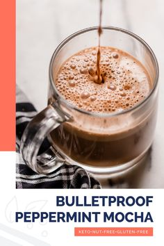 This keto-friendly bulletproof peppermint mocha recipe is perfect for a chilly day! Ready in just 10 minutes, this festive drink is full of flavor and low in net carbs. It is sweetened with powdered monk fruit sweetener and will keep you full and satisfied for hours as it contains high-fat MCT oil powder and unsalted butter. The recipe is nut-free, so if you're looking for an allergy-friendly Starbucks copycat recipe, you will love this one! #realbalancedblog #ketopeppermintmocha Quick Keto Breakfast, Keto Breakfast Smoothie, Low Carb Drinks, Diet Drinks, Starbucks Peppermint Mocha, Smoothie Recipes, Drink Recipes, Smoothies, Mocha Recipe
