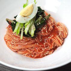 열무비빔국수 - JJB의 세상사는 이야기 Easy Korean Recipes, Korean Noodles, K Food, Korean Food, Spaghetti, Fruit, Cooking, Ethnic Recipes, Kid Stuff