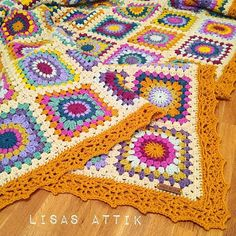 Ravelry: Project Gallery for Sunburst Granny Squares pattern by Priscilla Hewitt Crochet Crafts, Crochet Yarn, Crochet Hooks, Granny Square Slippers, Crochet Granny, Crochet Afghans, Crochet Blankets, Crochet Circles, Crochet Hook Sizes