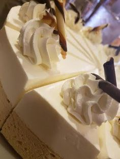 Cappuccino and White chocolate cake Yummy Eats, Yummy Food, Baking Recipes, Cake Recipes, Frozen Cheesecake, Sweet Bakery, Breakfast Dessert, Piece Of Cakes, Desert Recipes