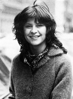Tracey Ullman, b Eton - Polish (father), English, possibly Romani (mother) Female Comedians, Tracey Ullman, Music Recommendations, Comedy Films, People Laughing, Post Punk, Latest Music, Weird Facts, Woman Crush