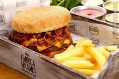 Veja quem são os 47 participantes do Festival do Hambúrguer de Curitiba 22/08 a 7/9 -> Fábrica Gourmet:  Burger de 200g, Cheddar, BBQ Onions e Bacon.