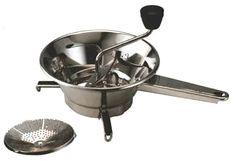 La purée n'existait pas toute faite en poudre. On la faisait en écrasant les pommes de terre une fois cuites - des Bintje - avec le fameux presse-purée Moulinex, qui d'ailleurs se vend toujours !