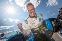 """Thedford Björk y Fredrik Ekblom cada uno resultó ganador en Karlskoga y aseguraron el título por equipos en el Campeonato de STCC de este año para Volvo Polestar Racing. """"Una victoria maravillosa, muy agradable coronar con el título por equipos. Mi ingeniero Ene cambió el auto para la segunda carrera y era perfecto, un gran..."""