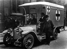 First World War ambulance - This is one of the ambulances donated by a group of London doctors to the British Red Cross. Many people helped raise money to buy ambulances, but a number also gave the Red Cross their cars as gifts. | Flickr - Photo Sharing!
