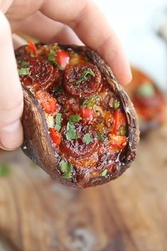 Healthy Recipes These Pizza Stuffed Portobello Mushrooms are super easy, quick and great fun to make – They're also PERFECT for the low-carb community among us! Say hello to your new favourite keto meal! Veggie Dishes, Vegetable Recipes, Vegetarian Recipes, Cooking Recipes, Healthy Recipes, Easy Veggie Meals, Healthy Mushroom Recipes, Mushroom Pizza Recipes, Mushrooms Recipes