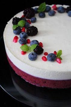 """Hyvä ystäväni poikkesi tänään luonani kahvittelemassa ja tein kahvipöytään aika """"perinteisen"""" makuisen mustikka- valkosuklaajuustokakun. ... Pie Decoration, Sweet Bakery, Just Eat It, Crazy Cakes, Sweet Pastries, Blueberry Recipes, Mousse Cake, Christmas Desserts, No Bake Desserts"""
