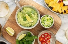 Zelf guacamole maken Avocado Dip, Avocado Toast, Guacamole, Junk Food, Hummus, Bbq, Healthy Life, Appetizers, Mexican