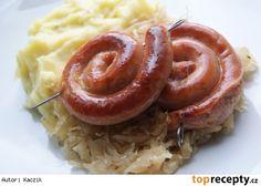 Vinná klobása pečená na zelí s karamelizovanou cibulkou Sausage, Meat, Food, Sausages, Meals, Chinese Sausage