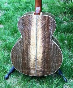 A Gallery of Players and their Frogs (Froggy Bottom Guitars) Fender Acoustic Guitar, Custom Acoustic Guitars, Resonator Guitar, Best Acoustic Guitar, Custom Guitars, Guitar Pics, Cool Guitar, Music Recording Studio, Guitar Lessons For Beginners