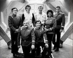 Star Trek Deep Space Nine crew/ cast | ... collect ds9 ent event fan fans films gaming tmp tng tos trek 11 trek