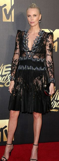 Charlize Theron: Dress – Alexander Mcqueen  Jewelry – Solange Azagury-Partridge  Shoes – Jimmy Choo