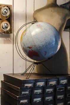 #Globe terrestre « La Bruyère. www.brocantedelabruyere.com Vintage Globe, Vintage Decor, World Globes, Map Globe, What A Wonderful World, Ballon, Attic, Diy Ideas, Gadgets