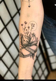 Dreieckiges Tattoos, Hp Tattoo, Makeup Tattoos, Book Tattoo, Sleeve Tattoos, Tattoo Flash, Ankle Tattoos, Arrow Tattoos, Tiny Tattoo