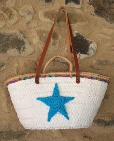 Capazo blanco con puntilla tonos azules y estrella azul asa de cuero de 70 cm