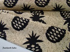 Batikstoff *Ananas schwarz* von Patchwork-Laden auf DaWanda.com