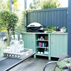 Idee om zelf te maken Table Top Grill, Bbq Table, Patio Grill, Outdoor Grill Station, Outdoor Cooking Area, Outdoor Kitchens, Deck Update Ideas, Deck Kitchen Ideas, Outside Living
