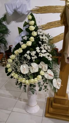 ~ Pin by Adriana Paluvova on Kvetina Altar Decorations, Centerpieces, Large Flower Arrangements, Sympathy Flowers, Funeral Flowers, Tropical Flowers, Wedding Ceremony, Diy And Crafts, Christmas Wreaths