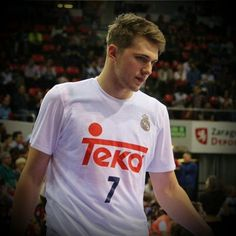 The definiton of the rising star is LUKA DONCIC Luka Doncic wins the Rising star award. After puting together one of the greatest seasons by a teenager in European bassketball hystory. Luka Doncic of Real Madrid was the unanimous choise of EuroLeague head coaches to win EuroLeague Rising star Trophy for the 2016 2017 season. Ante Zizic was the second in the voting Marko Guduric of Crvena Zvezda Belgrade and Ilmane Diop of Baskonia tied for the third most votes. 2006- Andrea Bargnani 2007…