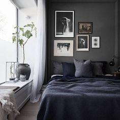 Graue Wand und weißer Vorhang