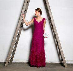 """Spitzen-Abendkleid """"Giulia"""", handbesetzt mit Straußenfransen und Mini-Swarovskikristallen"""