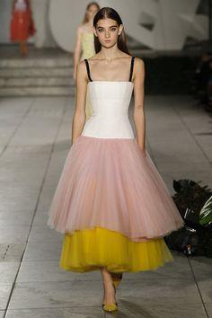 Ein Traum in Tüll bei Carolina Herrera. Alle Looks der neuen Kollektion auf Vogue.de ansehen