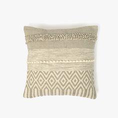 Capa de Almofada Juliet Natural e Cinza 45 x 45 cm | referência 82877927 | A Loja do Gato Preto | #alojadogatopreto | #shoponline Juliet, Deco, Throw Pillows, Natural, Pillow Covers, Gray, Lime Green Cushions, White Throw Pillows, Cushion Covers