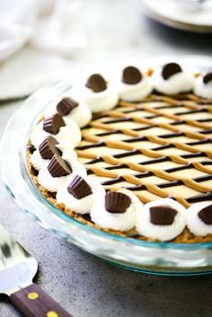 Peanut Butter Pie Recipe - The Gunny Sack This smooth and silky peanut butter pie has a hidden layer of chocolate, a crunchy peanut butter cookie crust and is topped with mini peanut butter cups! Peanut Butter Desserts, Peanut Butter Cheesecake, Peanut Butter Cookies, Pie Recipes, Sweet Recipes, Caramel Pears, Layered Desserts, Butter Pie, Pie Dessert