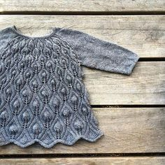 Ravelry: Peacock dress pattern by Pernille Larsen Baby Hats Knitting, Knitting For Kids, Crochet For Kids, Crochet Baby, Knitted Hats, Knit Crochet, Peacock Dress, Baby Sweaters, Pulls