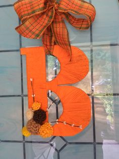 Yarn wrapped letter wreath with felt flowers Yarn Wrapped Letters, Yarn Letters, Letter Wreath, Love Craft, Felt Flowers, Wreaths, Lettering, Halloween, Fall