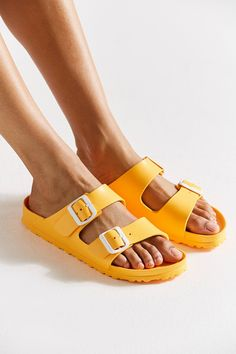 Birkenstock Plastic Sandals, Birkenstock Outfit, Birkenstock Arizona, Birkenstock Florida, Jeans Outfit Winter, Mom Jeans Outfit, Engagement Gift Baskets, Engagement Gifts, Everything