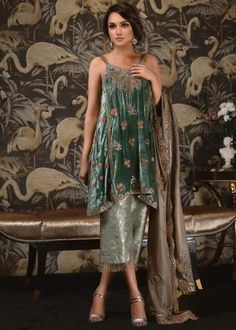 Shop for Tena Durrani's Pakistani formal dresses and formal wear for women, all having exclusive designs to redefine your beauty at your big occasion. Shadi Dresses, Pakistani Formal Dresses, Pakistani Wedding Outfits, Dress Indian Style, Indian Dresses, Indian Outfits, Indian Designer Outfits, Designer Dresses, Stylish Dresses