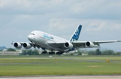 Airbus A380: el monstruo que vino a cenar y ganó nuestros corazones El Airbus A380-800 con los colores de la empresa europea Airbus despegando en el París Air Show de 2007. Su nacimiento se debe al objetivo principal de competir con el dominio absoluto del Boeing 747 que desde principios de la década de 1970 era la Reina de los cielos.  Una de las recurrentes obsesiones del equipo de diseño y desarrollo era el coste de un proyecto al que ellos mismos denominaron megaproyecto. En su primer…