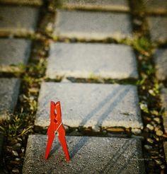 0012 Geparkt --- Parked #klammerpic #rot #clothespin #red #ontour
