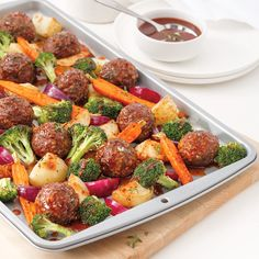 Boulettes moutarde et miel sur la plaque – Les recettes de Caty Why do we love this recipe for meatballs on the plate so much? Because it is simple to prepare and perfectly healthy, in addition to tasting the sky! Tofu Recipes, Healthy Eating Recipes, Cooking Recipes, Italian Sausage Pasta, Confort Food, One Pot Meals, Vegetable Dishes, My Favorite Food, Great Recipes