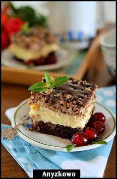 Delicious looking cake. A delicate sponge pudding cocoa mass superior and on top of meringue wafers. (in Polish) Great Desserts, Delicious Desserts, Dessert Ideas, Dessert Recipes, Chocolate Wafers, Chocolate Pudding, Good Food, Yummy Food, French Pastries