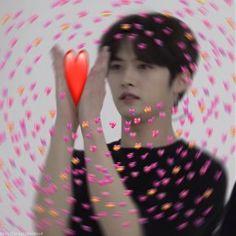 Minho is the alpha off the red moon pack. Funny Kpop Memes, Kid Memes, Meme Faces, Funny Faces, K Pop, Memes Amor, Image Meme, Stray Kids Minho, Heart Meme